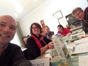 Robert Colditz, Karin Adensamer und Pfarrer Johannes Wittich bei der Synode H.B. 2018