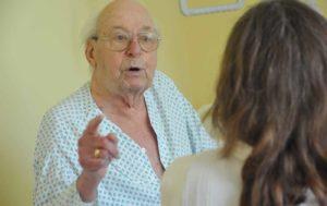 Besuche im Krankenhaus und Pflegeheimen